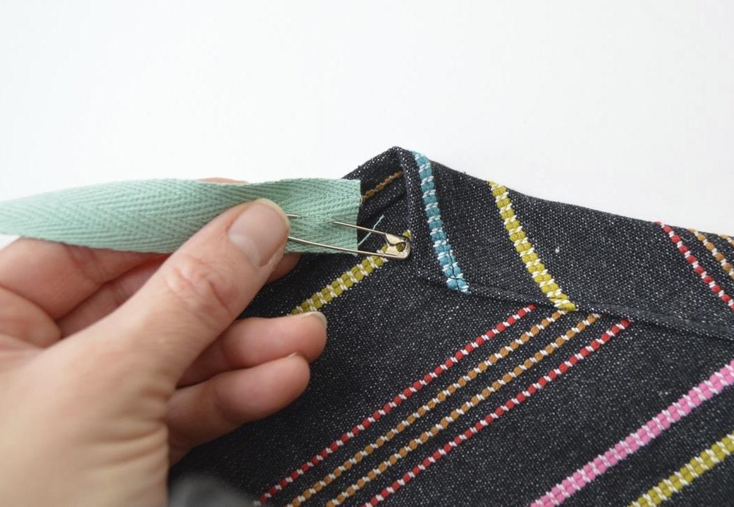 Apron pattern, inserting the twill tape