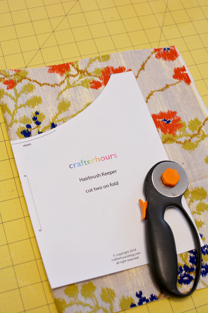 crafterhours hairbrush keeper pattern